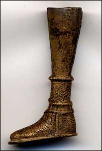 Roman soldiers wore thick, woolly socks to protect their delicate footsies from the cold!